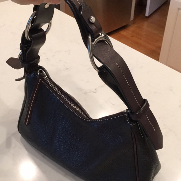 Dooney & Bourke Handbags - Dooney & Bourke black leather purse
